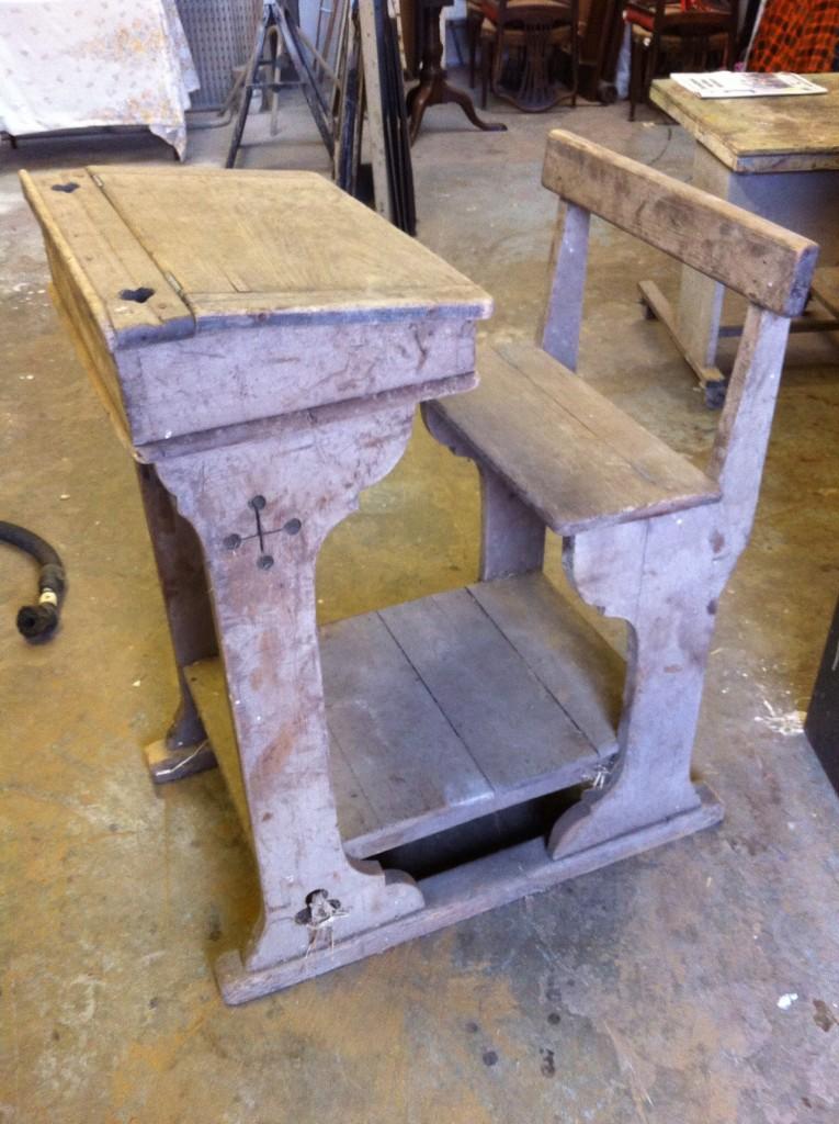 School desk 1